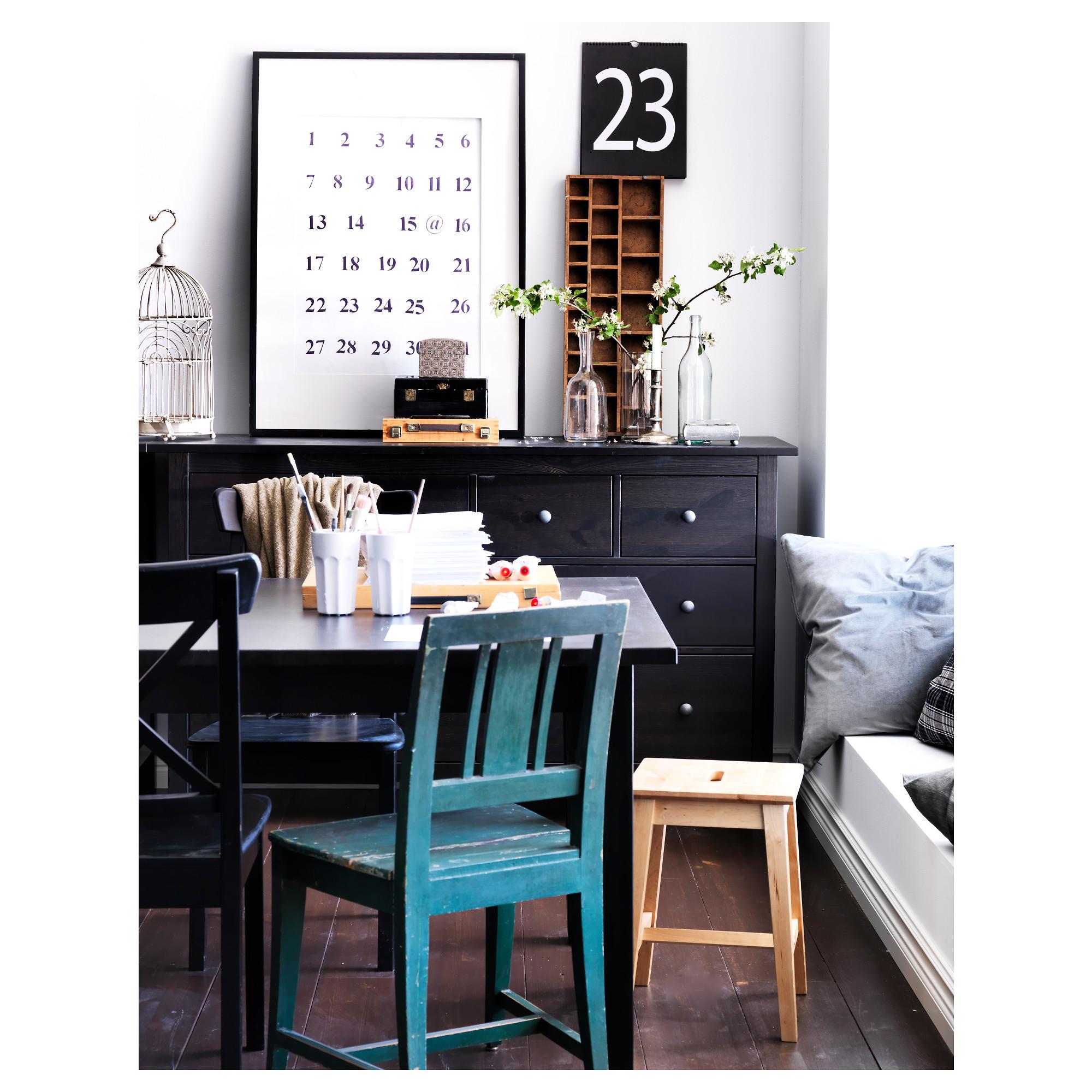 Чёрно-коричневая мебель икеа в интерьере