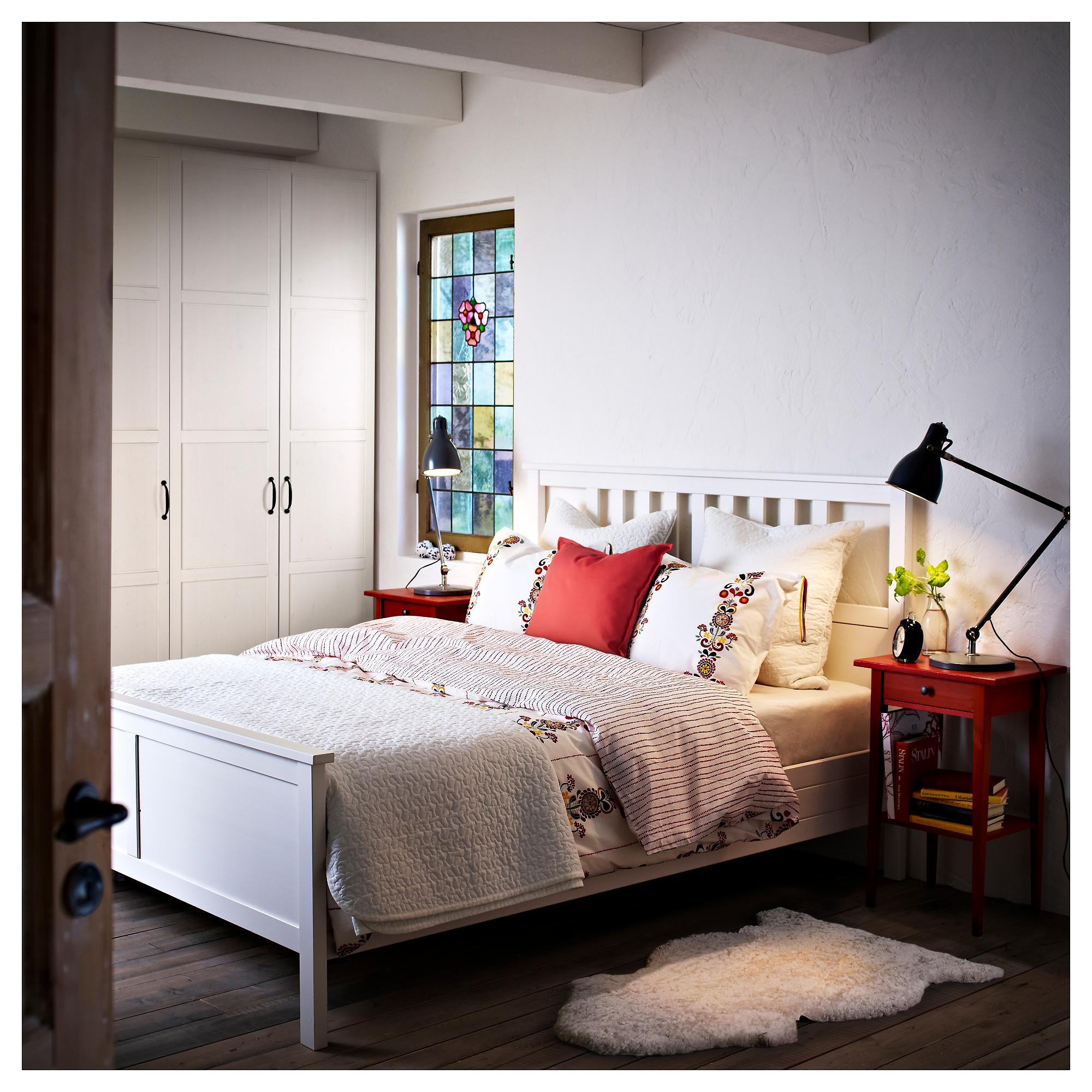 Кровать хемнэс белая в интерьере
