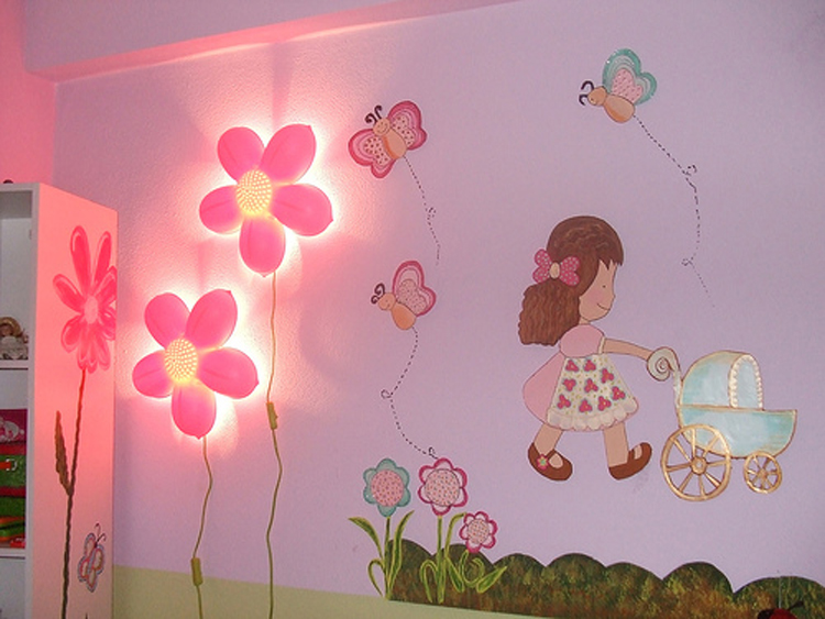 Как украсить стены своими руками в детской комнате