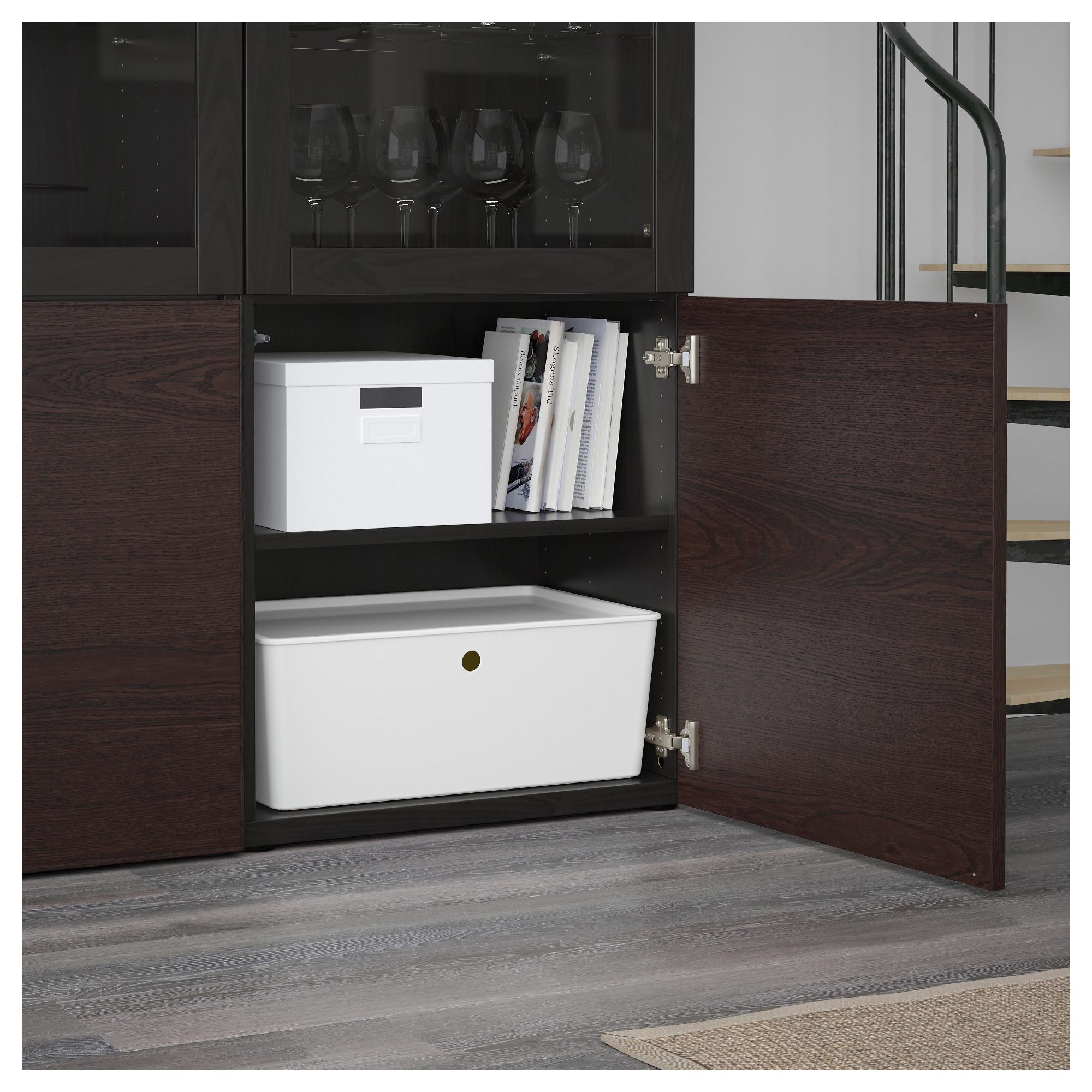 Комбинация для хранения со стеклянными дверцами БЕСТО черно-коричневый артикуль № 692.474.38 в наличии. Online магазин IKEA Беларусь. Быстрая доставка и установка.